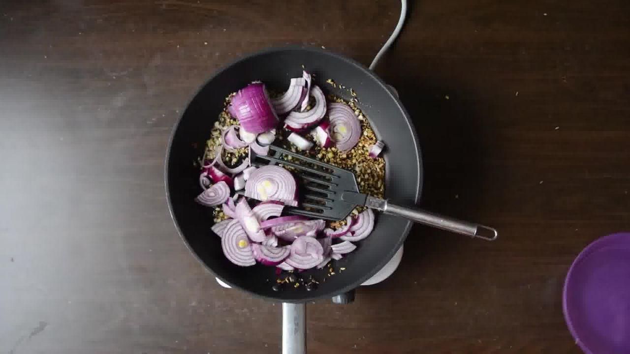 Image of the cooking step-1-3 for Achaari Dahi Bhindi with Duppad Roti - Pad Wali Roti