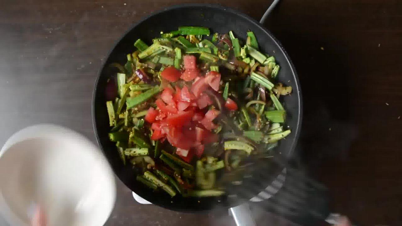 Image of the cooking step-1-6 for Achaari Dahi Bhindi with Duppad Roti - Pad Wali Roti