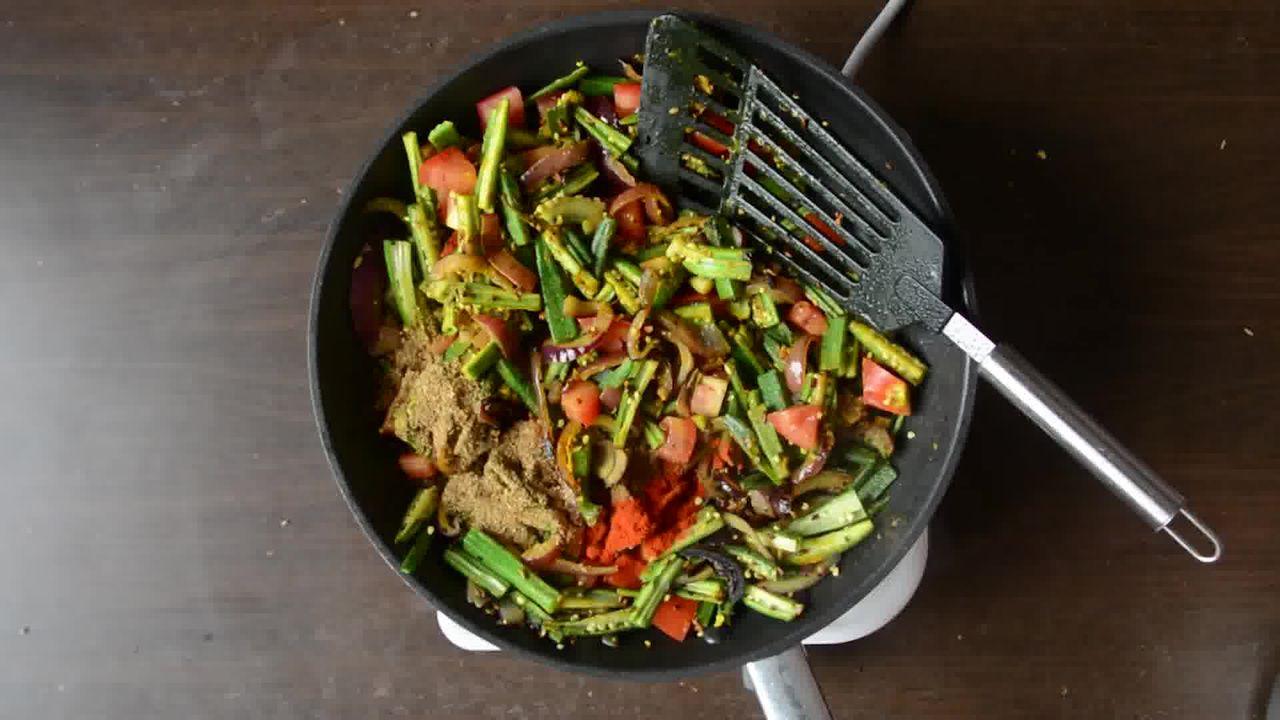 Image of the cooking step-1-7 for Achaari Dahi Bhindi with Duppad Roti - Pad Wali Roti