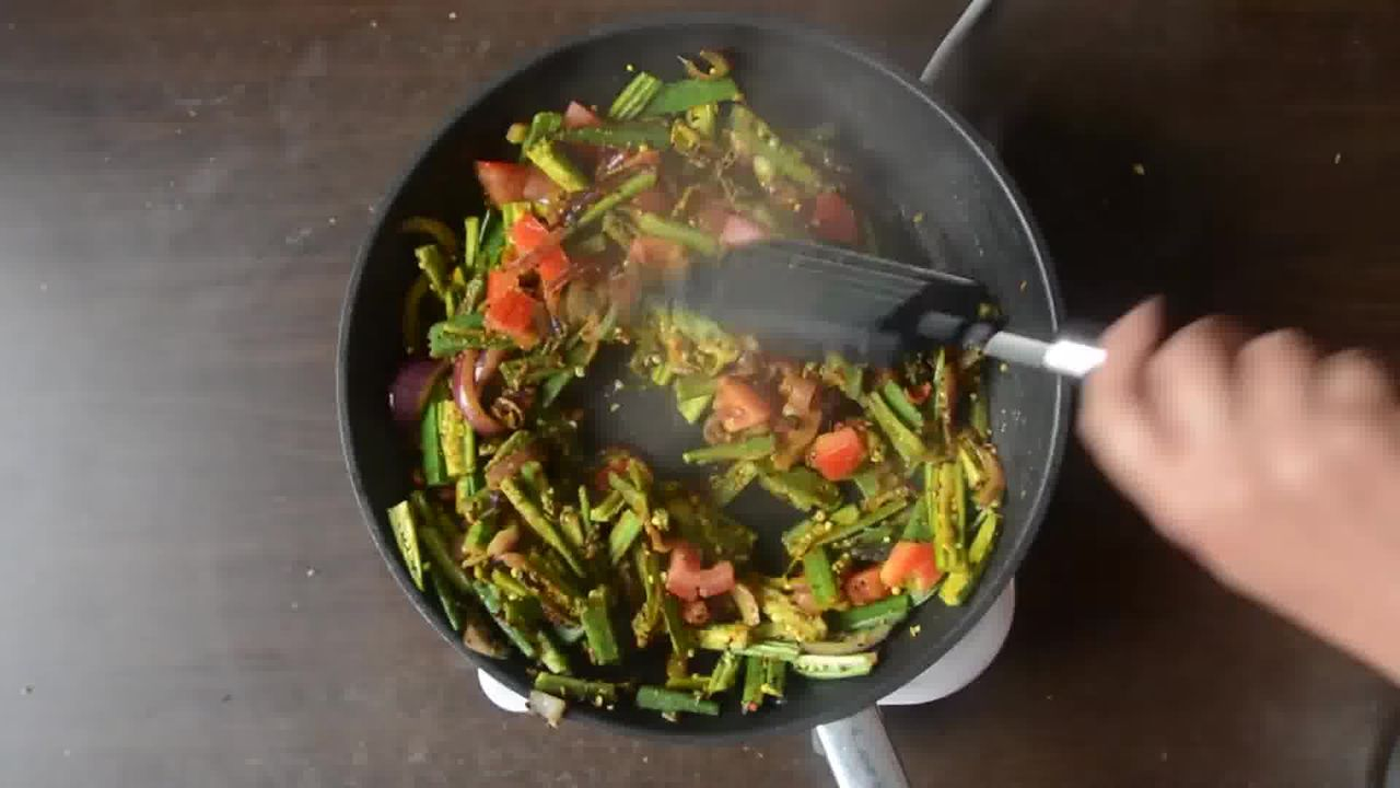 Image of the cooking step-1-8 for Achaari Dahi Bhindi with Duppad Roti - Pad Wali Roti
