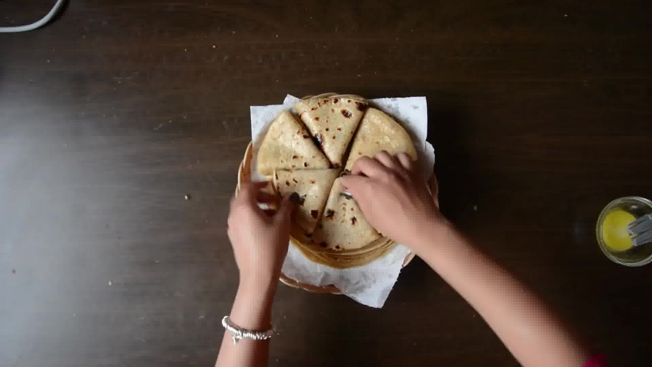 Image of the cooking step-2-16 for Achaari Dahi Bhindi with Duppad Roti - Pad Wali Roti