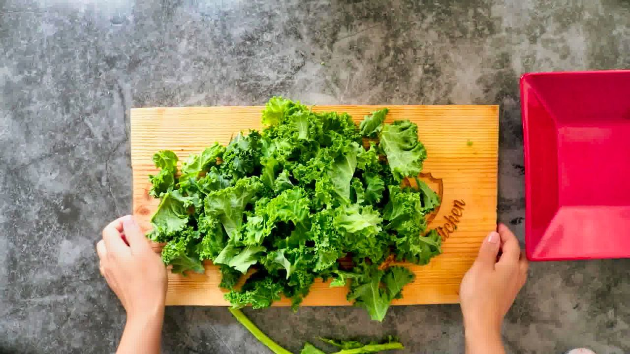 Image of the cooking step-1-1 for Air Fryer Kale Chips