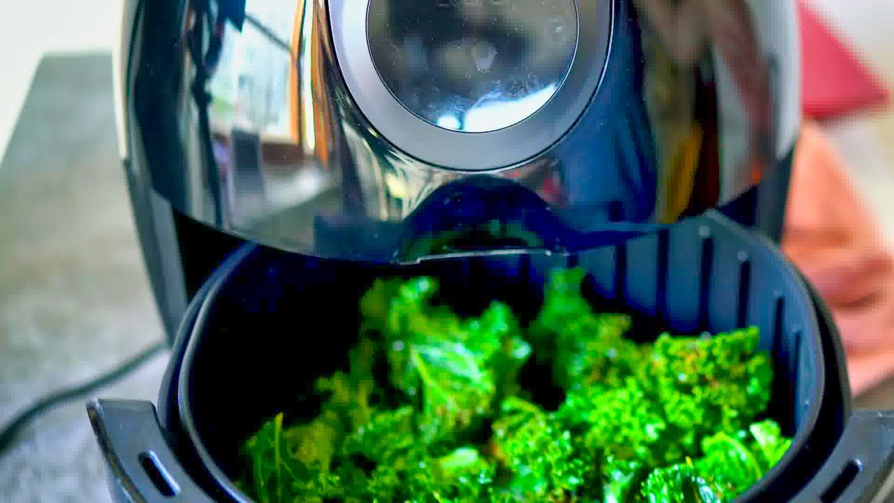 Image of the cooking step-1-6 for Air Fryer Kale Chips