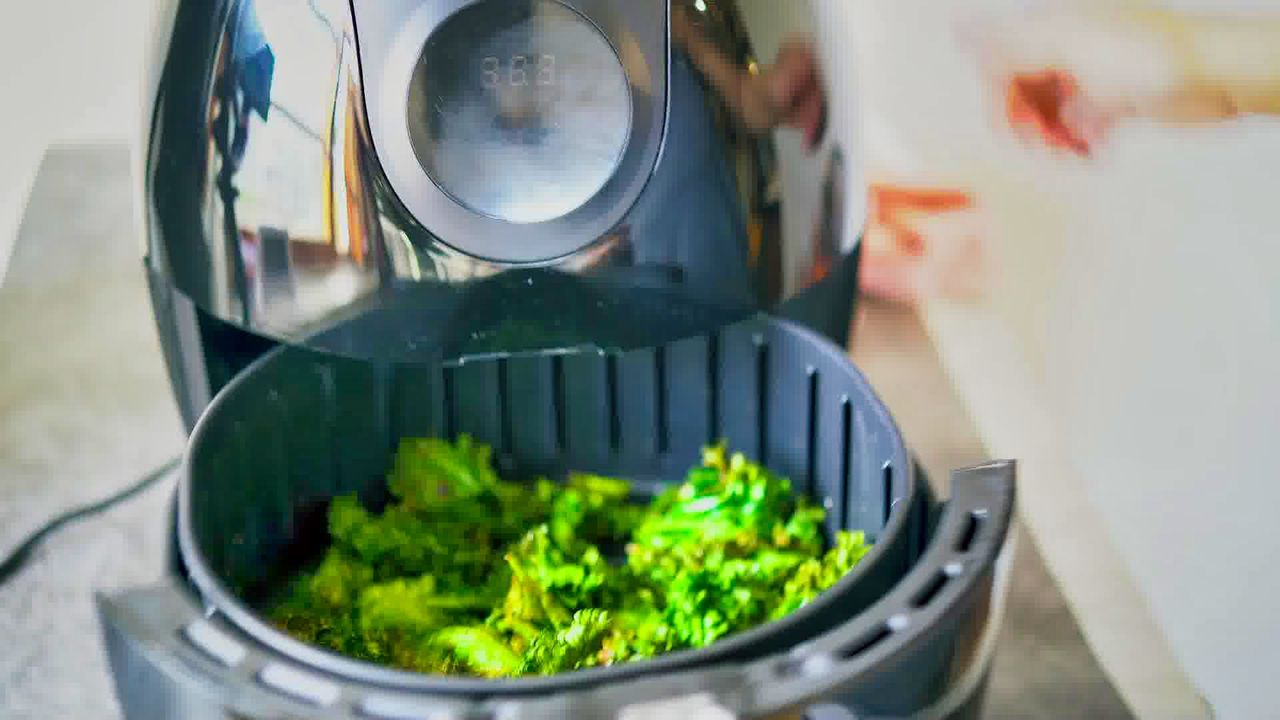 Image of the cooking step-1-8 for Air Fryer Kale Chips