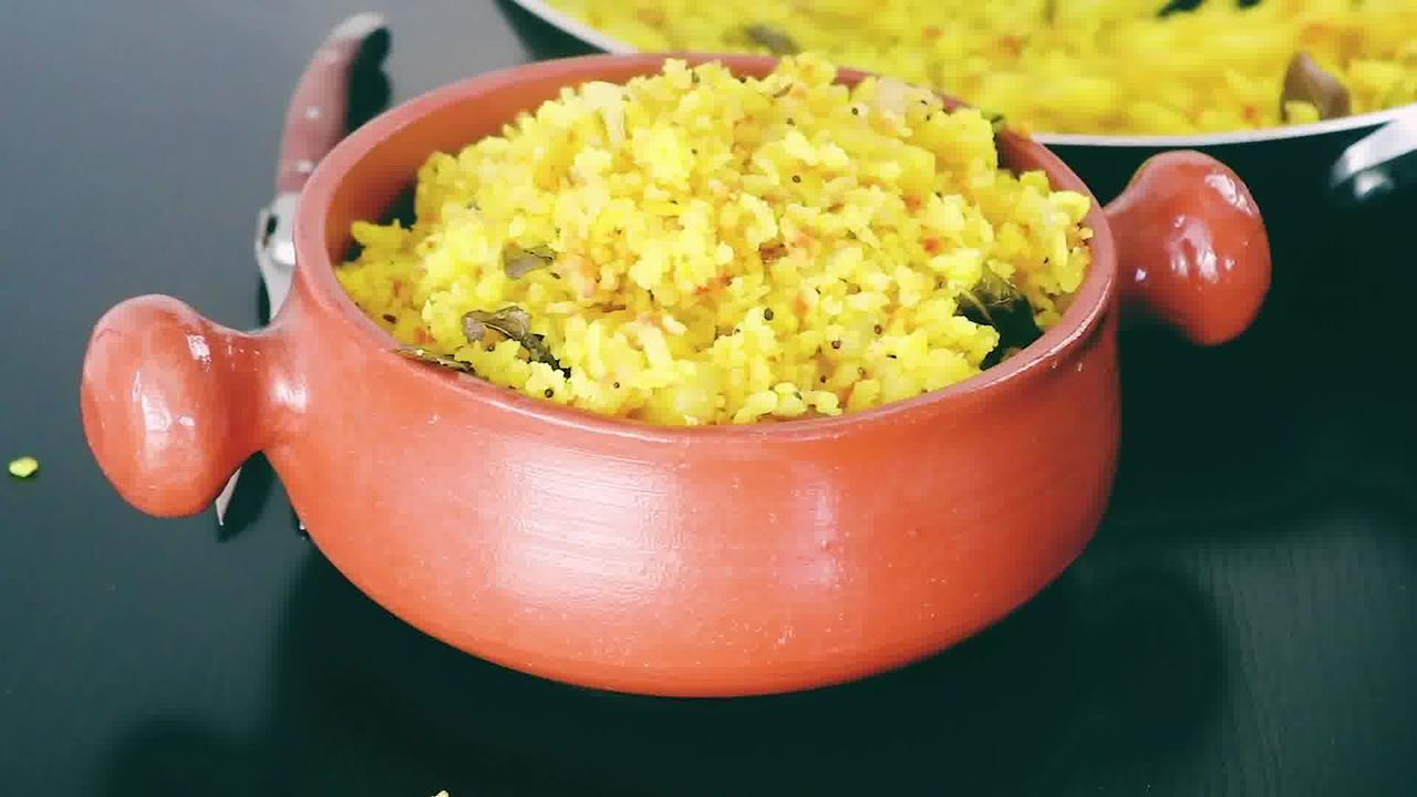 Image of the cooking step-1-16 for Aloo Poha (Step-By-Step-Video)