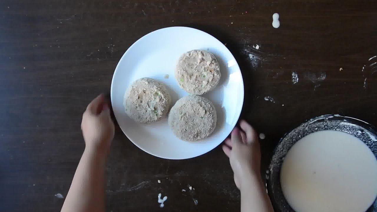 Image of the cooking step-1-8 for Aloo Tikki Burger Recipe