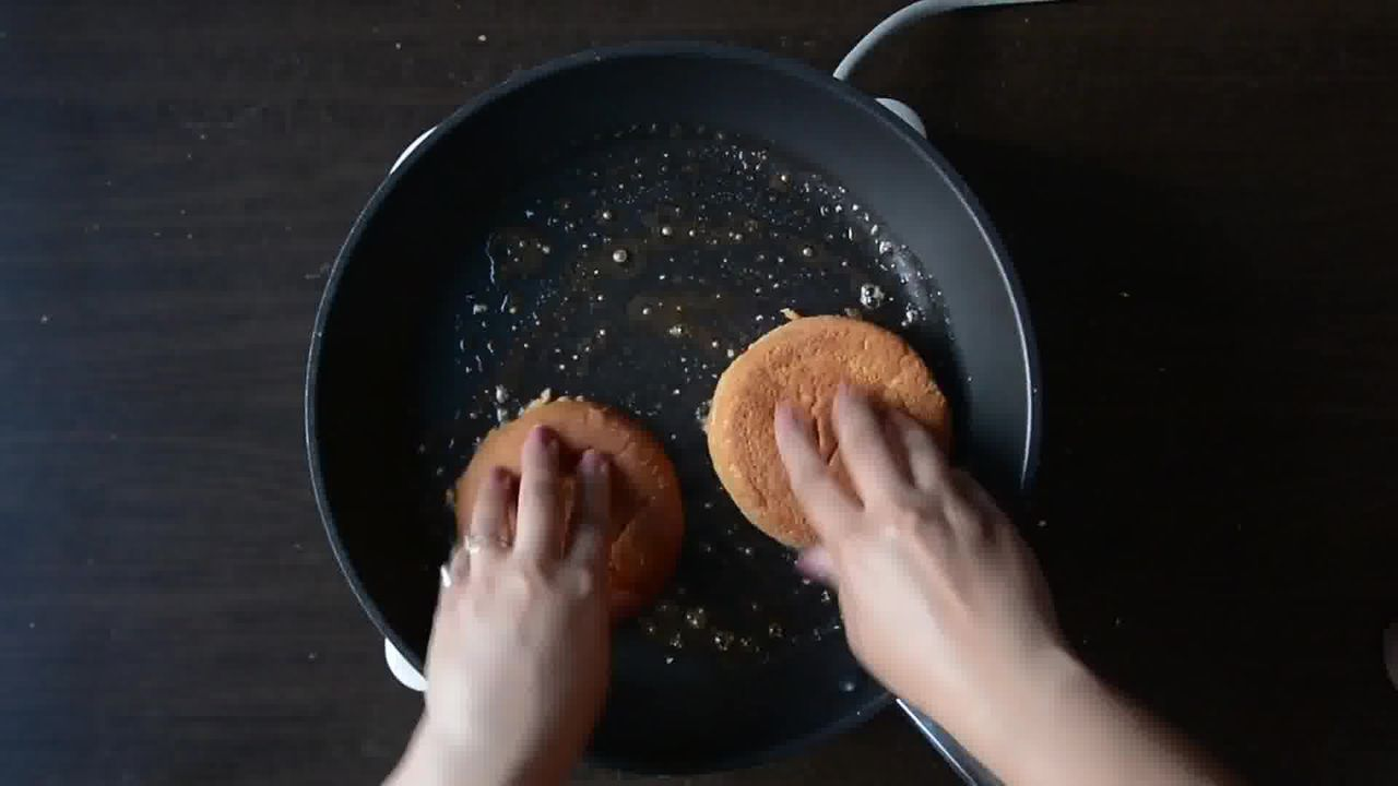 Image of the cooking step-4-2 for Aloo Tikki Burger Recipe