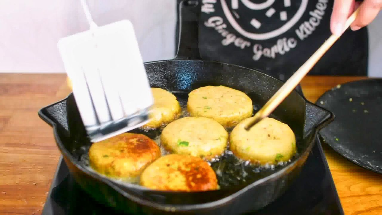 Image of the cooking step-6-4 for Aloo Tikki Chaat
