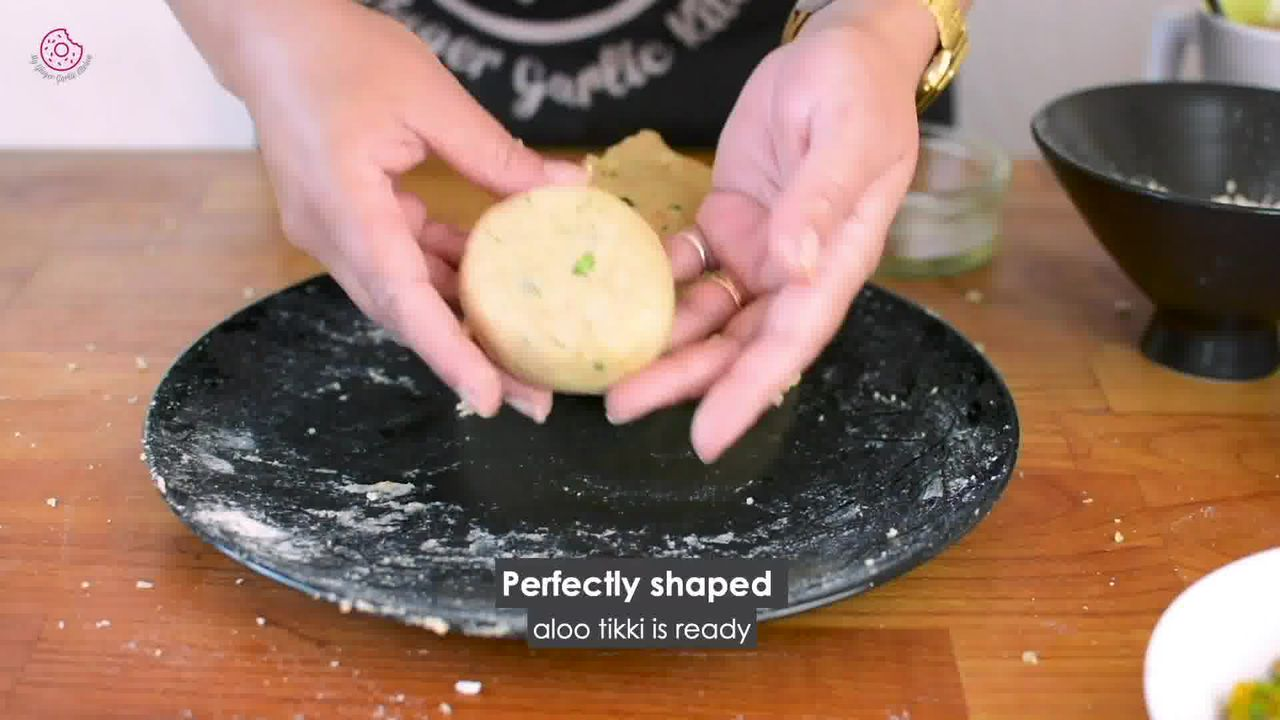 Image of the cooking step-3-2 for Crispy Aloo Tikki - Spicy Potato Patty