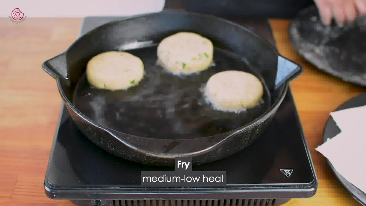 Image of the cooking step-5-2 for Crispy Aloo Tikki - Spicy Potato Patty