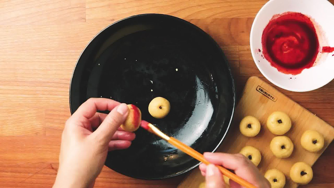 Image of the cooking step-3-6 for Apple Shaped Milk Peda - Doodh Peda