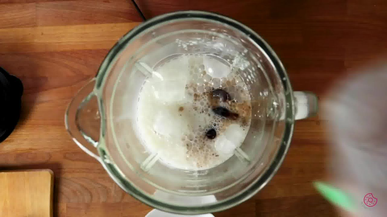 Image of the cooking step-1-1 for Banana Date Smoothie