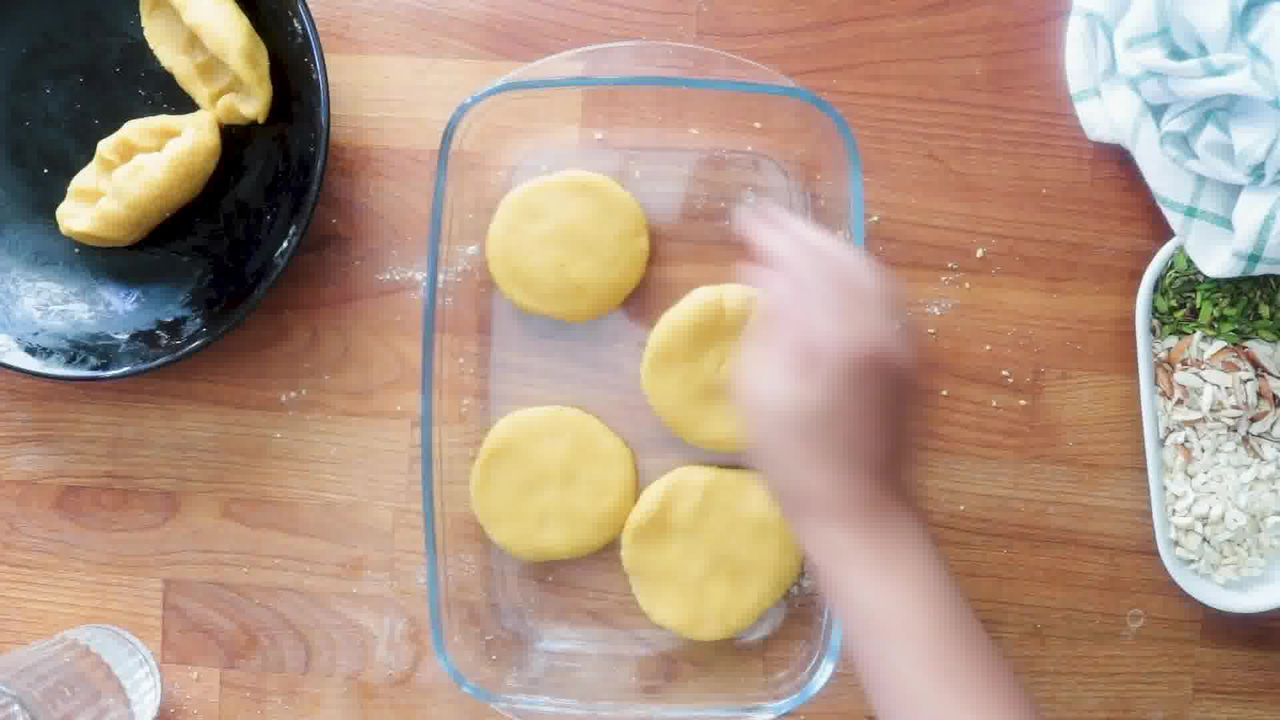 Image of the cooking step-3-2 for Rajasthani Besan Churma - Chickpea Flour Indian Dessert