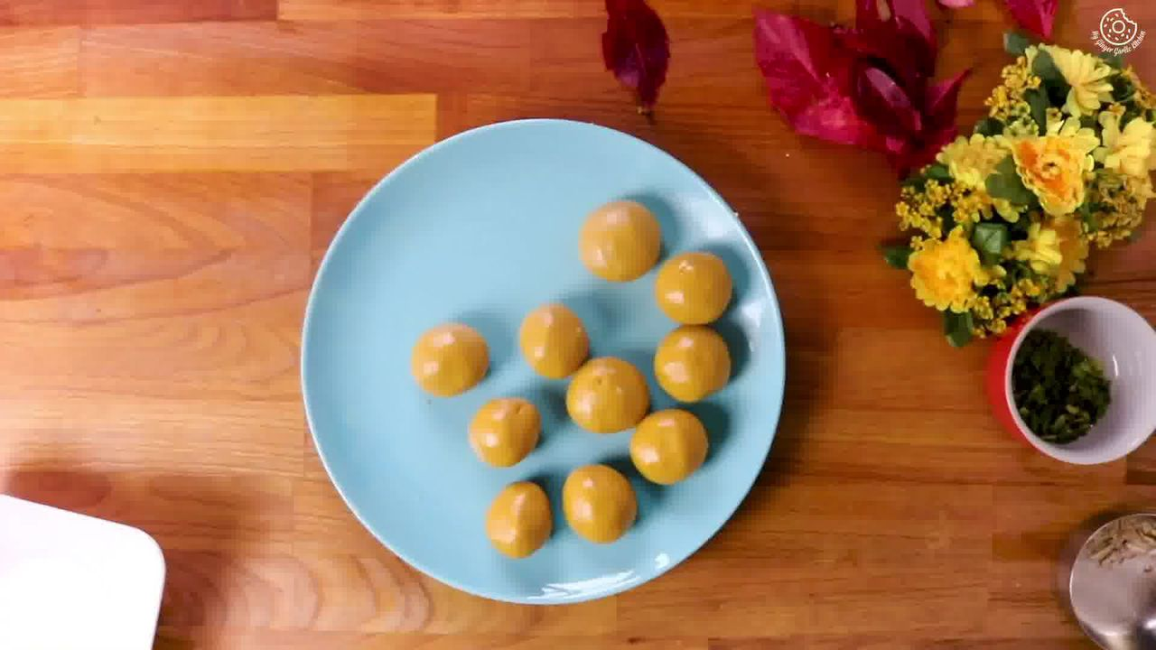 Image of the cooking step-2-4 for Besan Ladoo Recipe - Sweet Chickpea Flour Balls