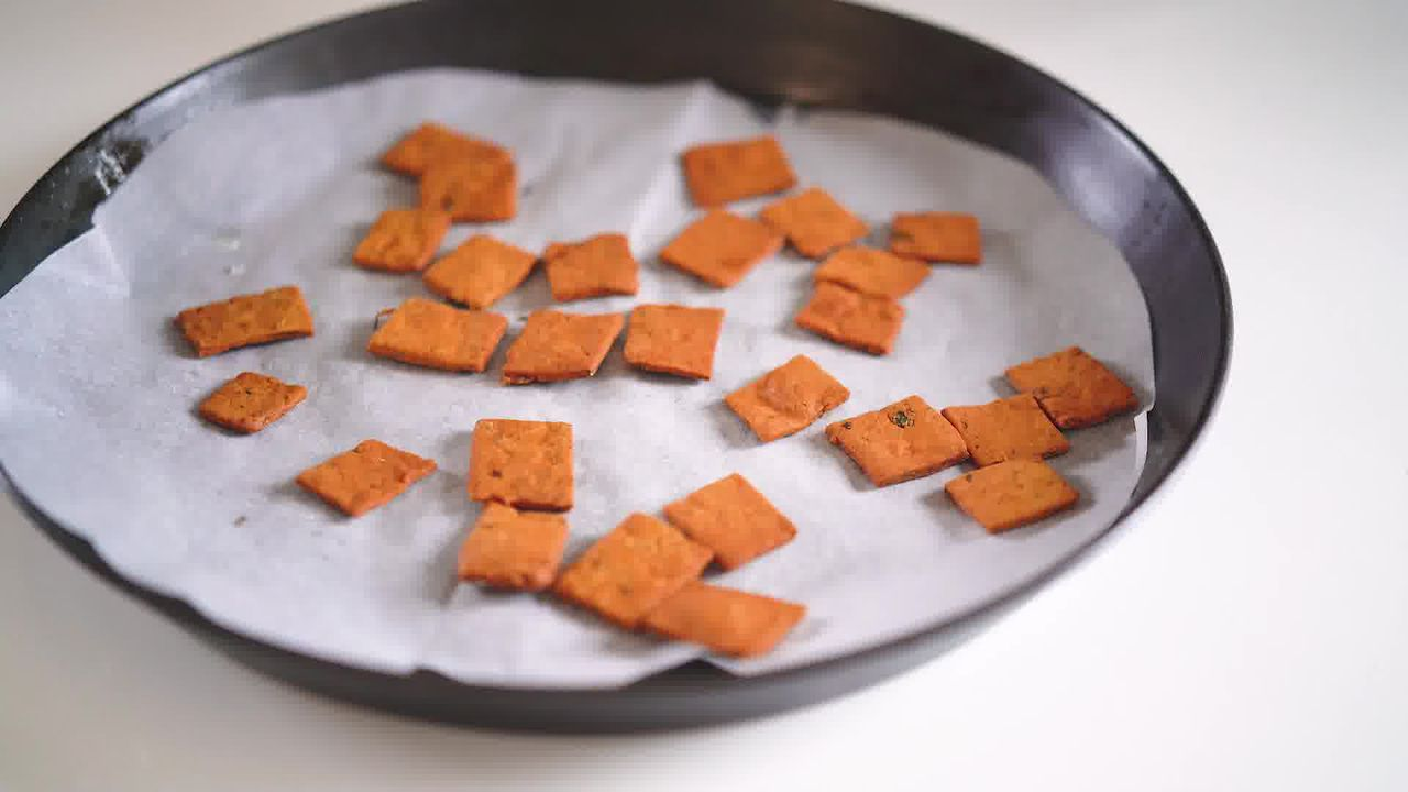 Image of the cooking step-4-3 for Besan Paara (Fried, Air Fryer, and Baked Recipe)