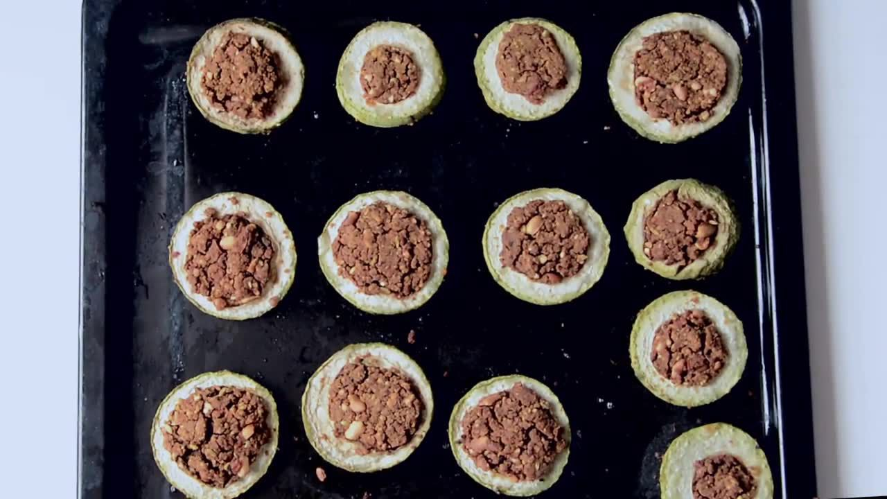Image of the cooking step-3-2 for Besan Stuffed Lauki Curry Recipe - Bharwa Lauki