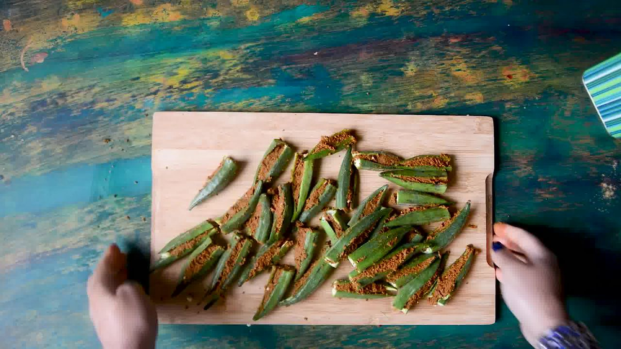 Image of the cooking step-2-6 for Bharwa Bhindi - Stuffed Okra