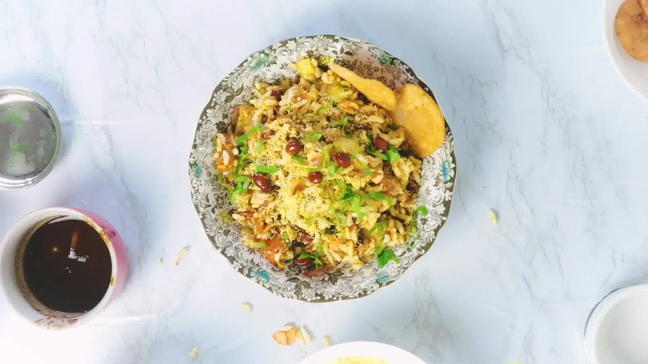 Image of the cooking step-1-8 for Bhel Puri (Step-By-Step Video Recipe)