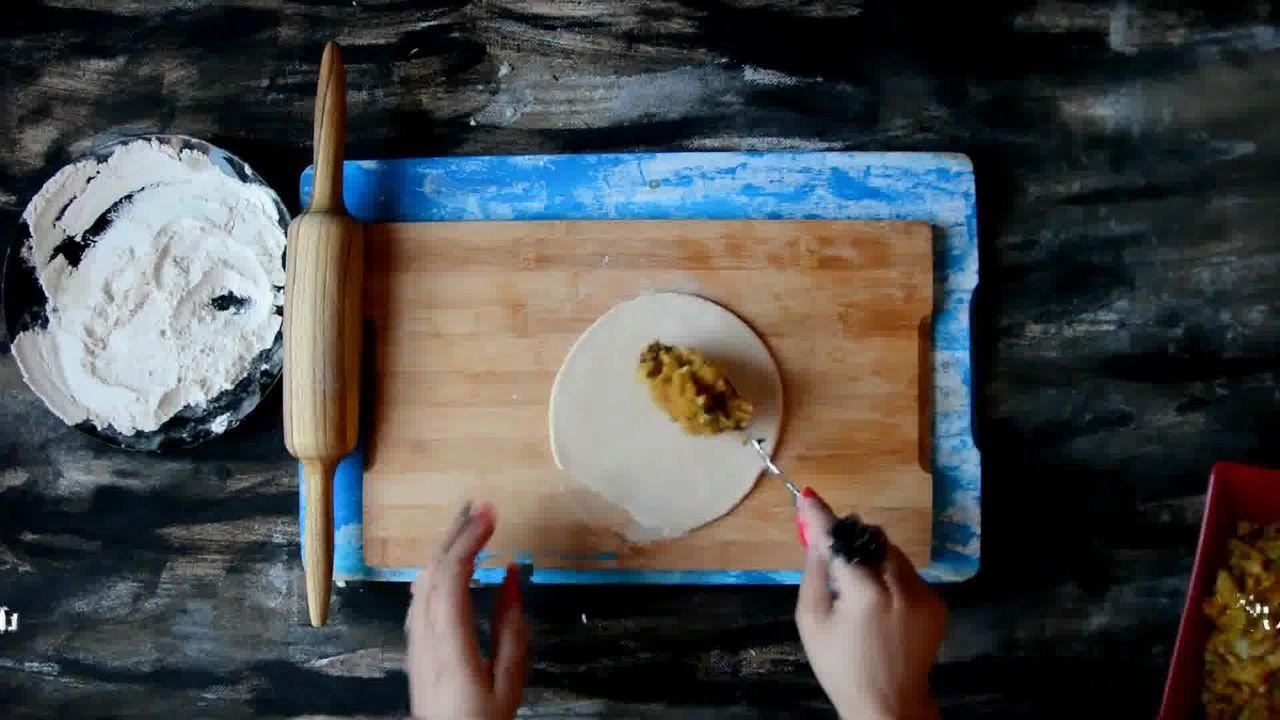Image of the cooking step-3-2 for Cabbage Peas Stuffed Paratha - Patta Gobi Ka Paratha