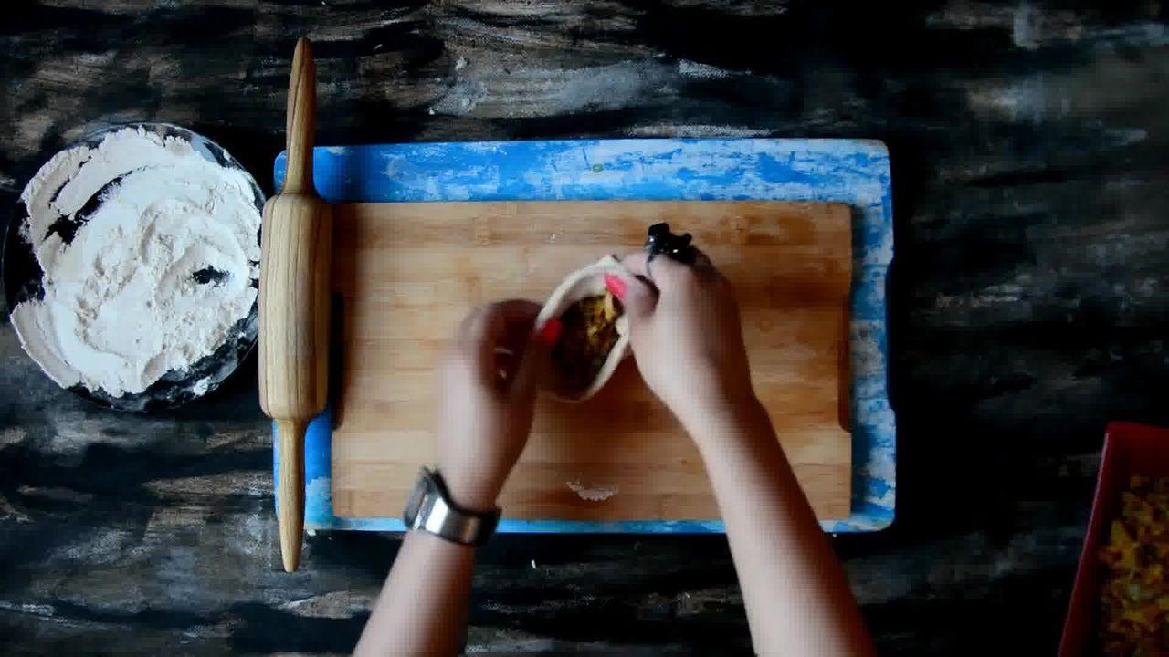 Image of the cooking step-3-3 for Cabbage Peas Stuffed Paratha - Patta Gobi Ka Paratha