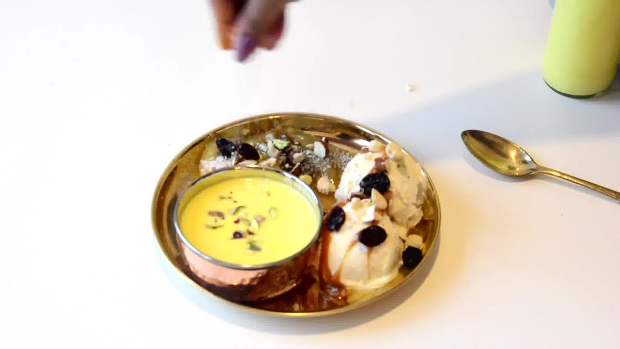 Image of the cooking step-3-4 for Caramelized Banana with Nuts and Mango Yogurt