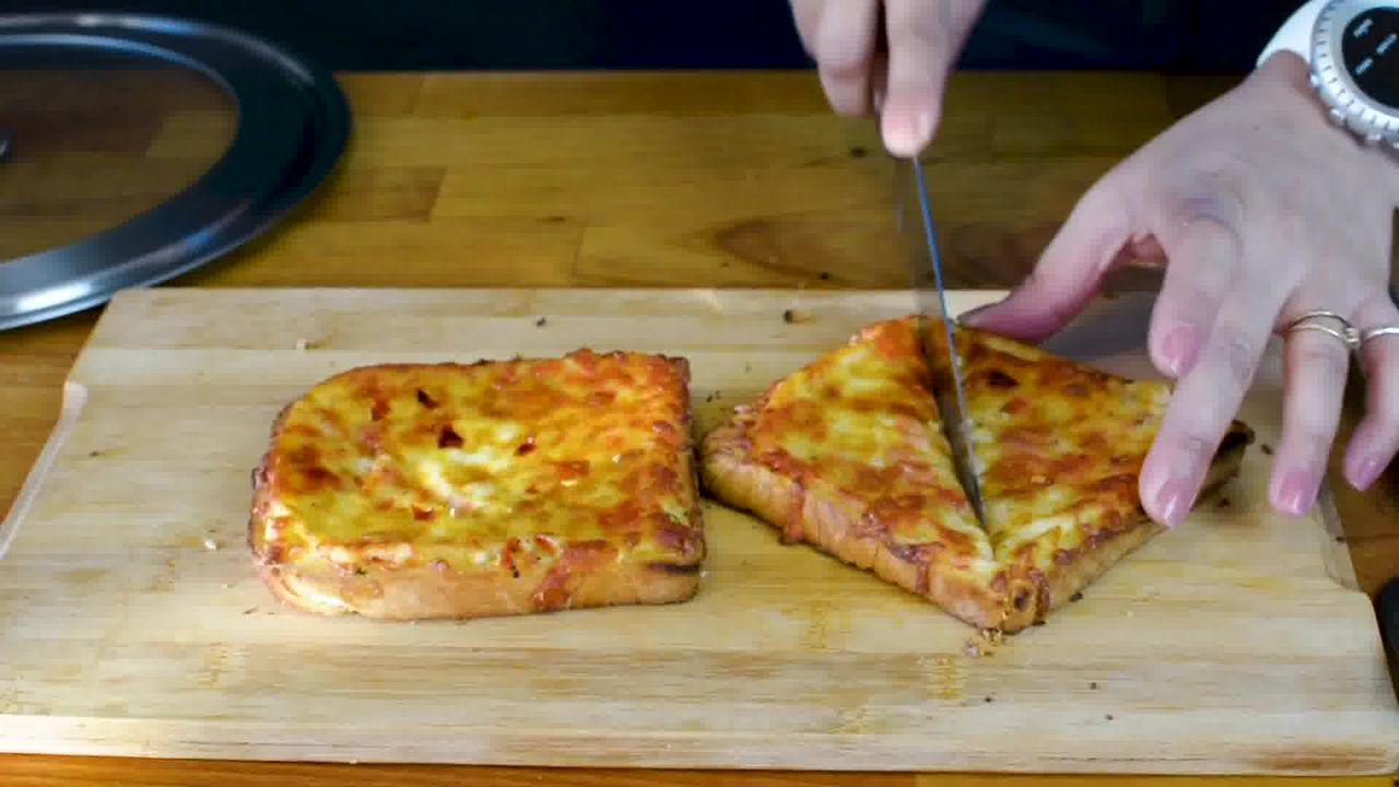Image of the cooking step-3-4 for Chilli Cheese Toast