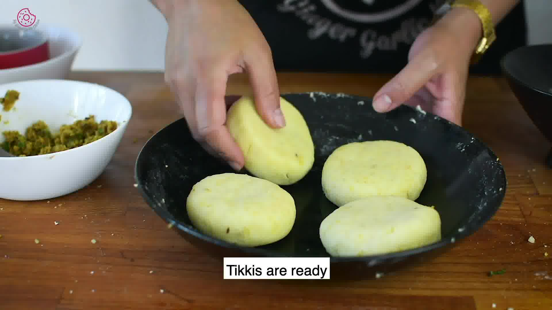 Image of the cooking step-4-5 for Chole Aloo Tikki Chaat