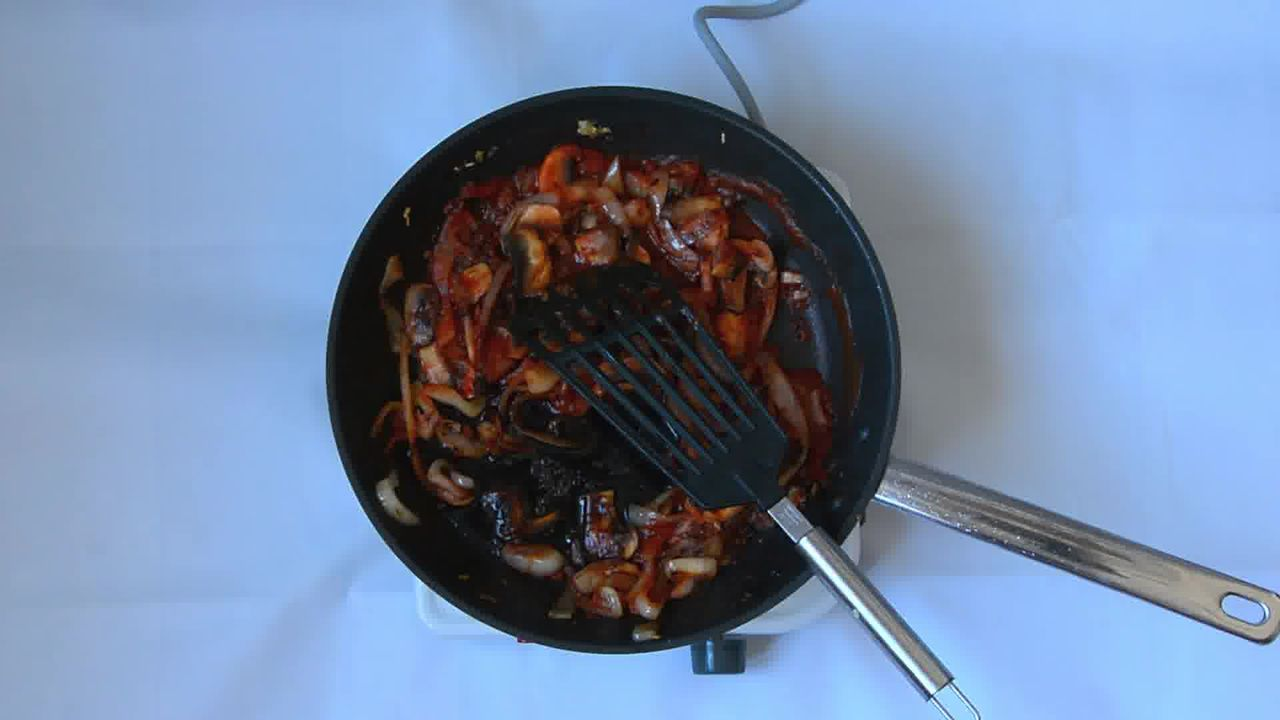 Image of the cooking step-2-7 for Couscous with Sauteed Mushrooms Kidney Beans - Video