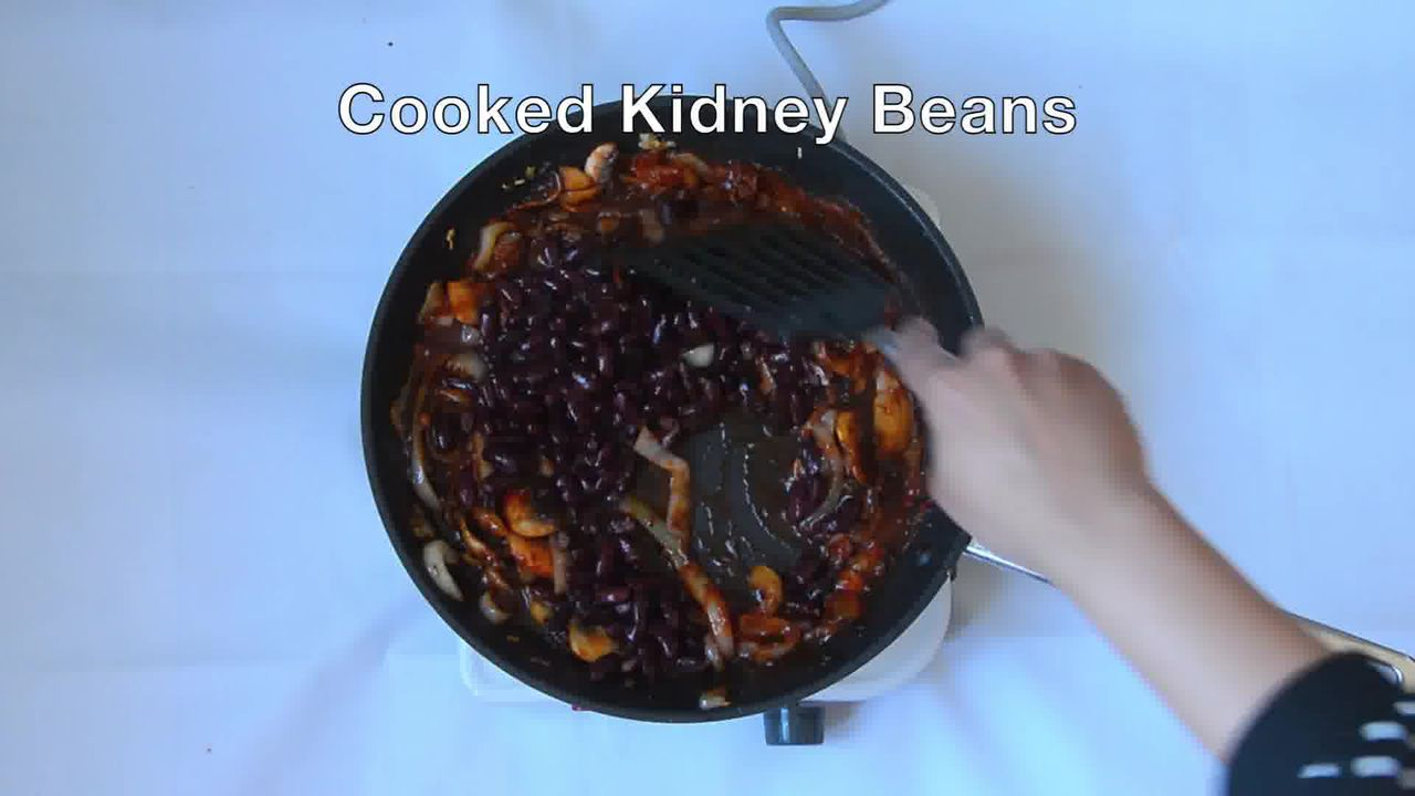 Image of the cooking step-2-9 for Couscous with Sauteed Mushrooms Kidney Beans - Video