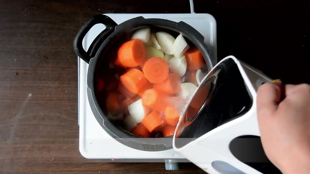 Image of the cooking step-1-2 for Creamy Carrot Beet Tomato Soup Recipe