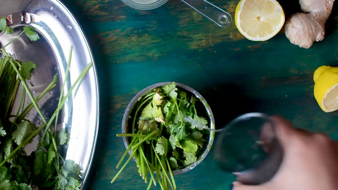Image of the cooking step-2-1 for Coriander Chutney – Hare Dhaniye Ki Chutney (3 Ways)