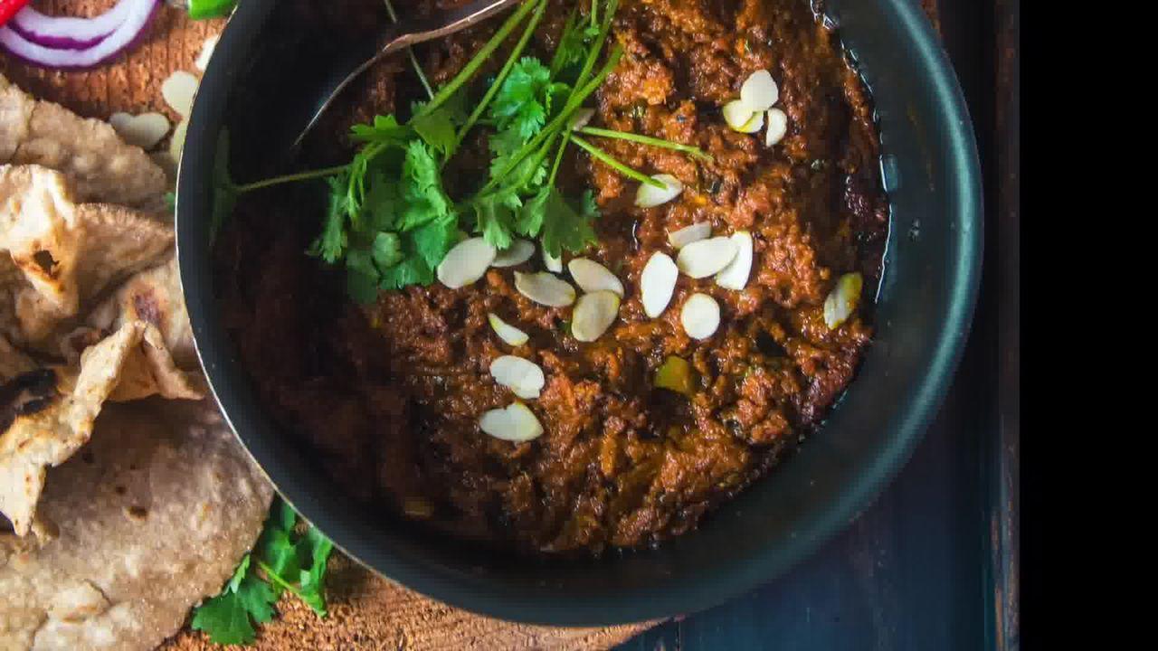 Image of the cooking step-6-11 for Kacchi Haldi ki Sabzi - Fresh Turmeric Root Curry