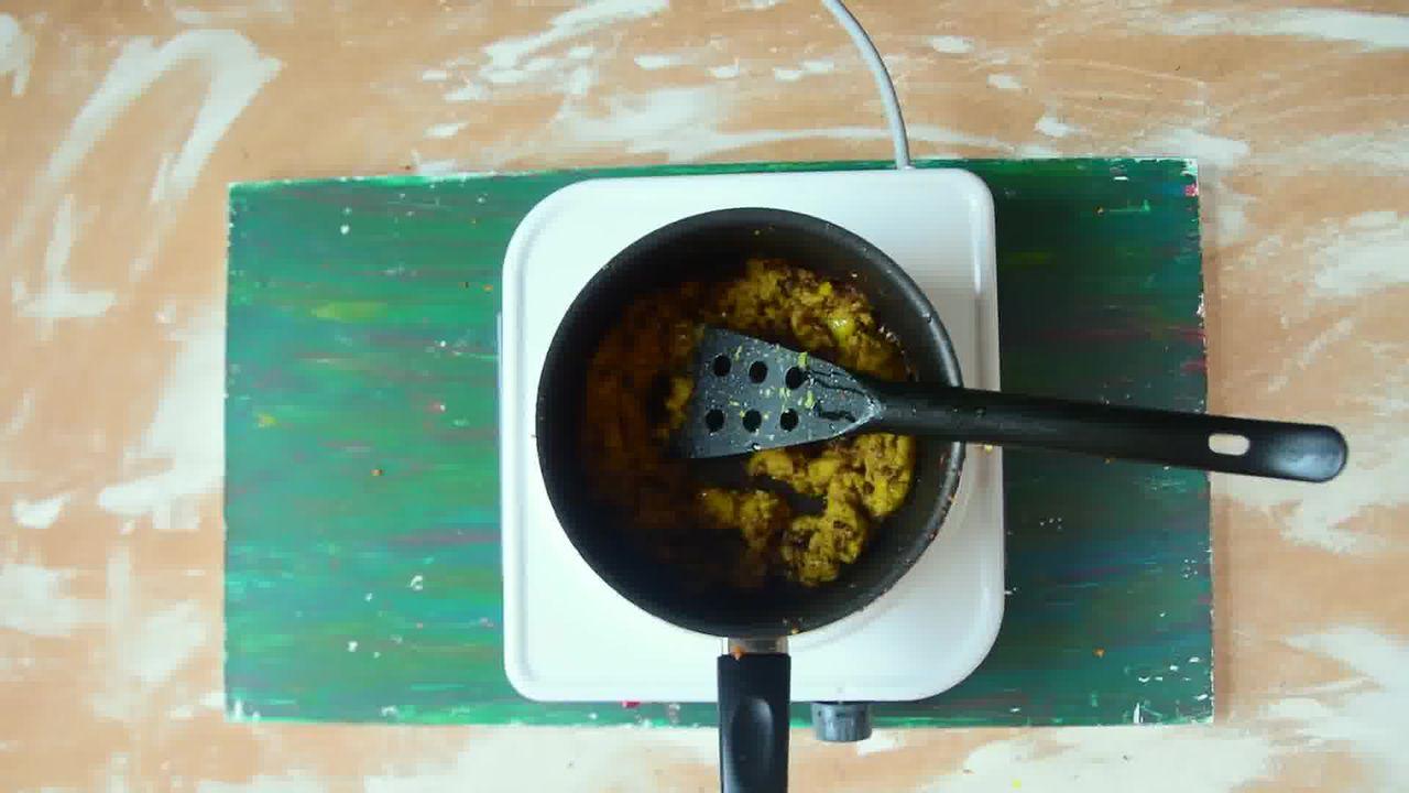 Image of the cooking step-6-3 for Kacchi Haldi ki Sabzi - Fresh Turmeric Root Curry