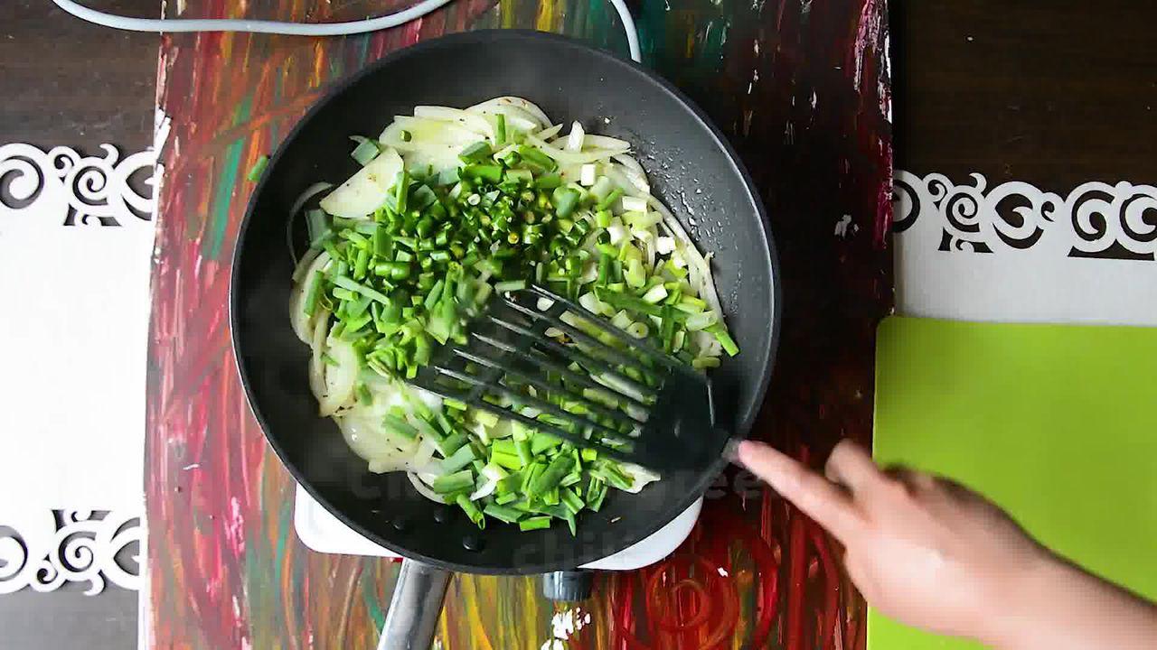 Image of the cooking step-1-3 for How To Make Double Pyaaz Ka Besan - Besan Ki Sabji