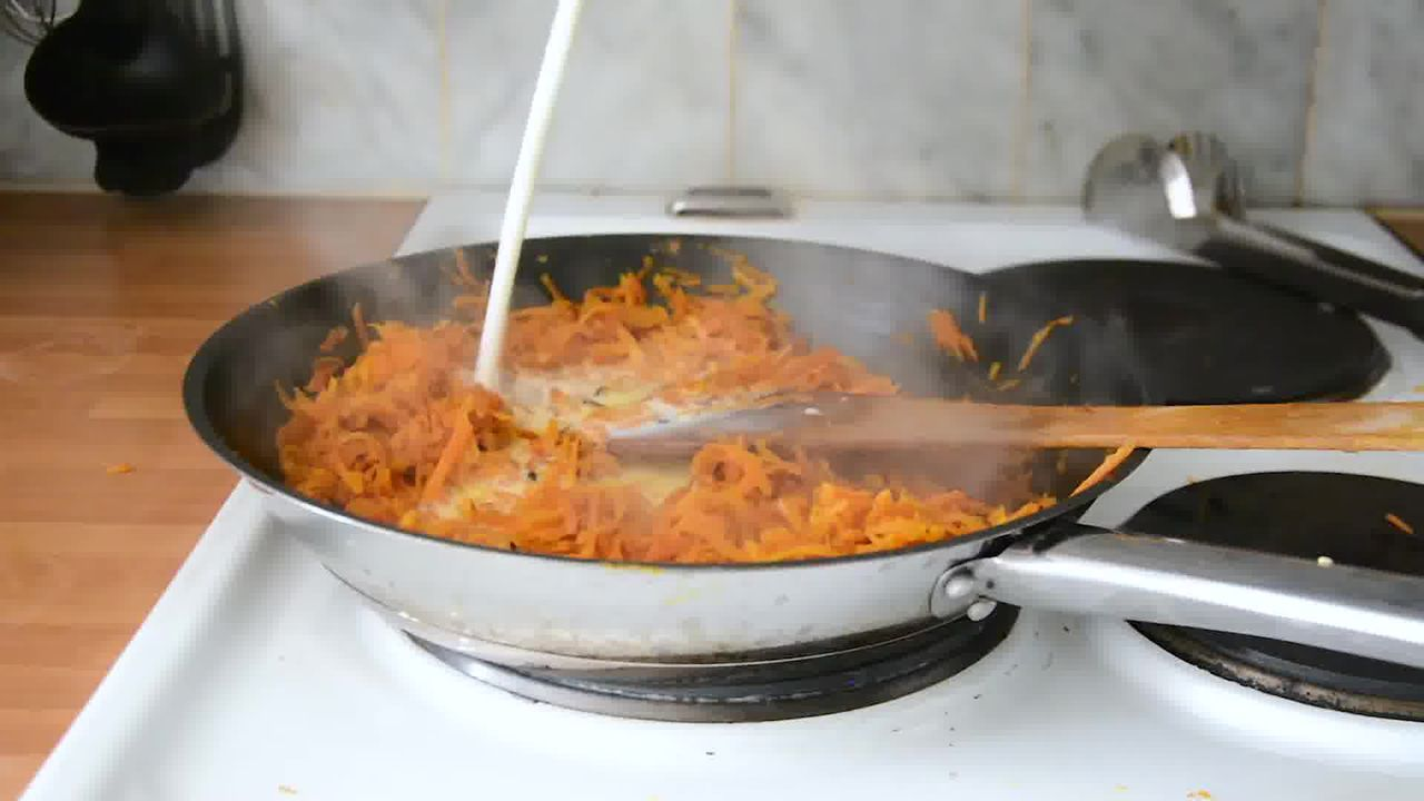 Image of the cooking step-1-5 for Carrot Halwa - How to Make Gajar Ka Halwa