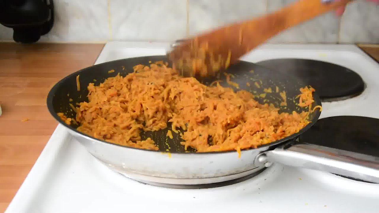 Image of the cooking step-1-6 for Carrot Halwa - How to Make Gajar Ka Halwa