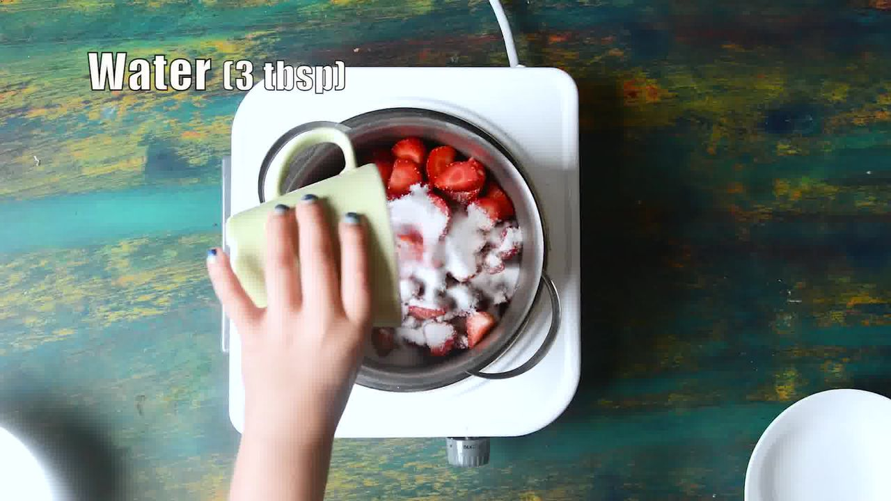Image of the cooking step-1-1 for Strawberry Panna Cotta Recipe