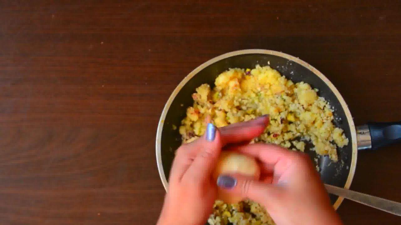 Image of the cooking step-5-4 for Rajasthani Mawa Kachori Recipe