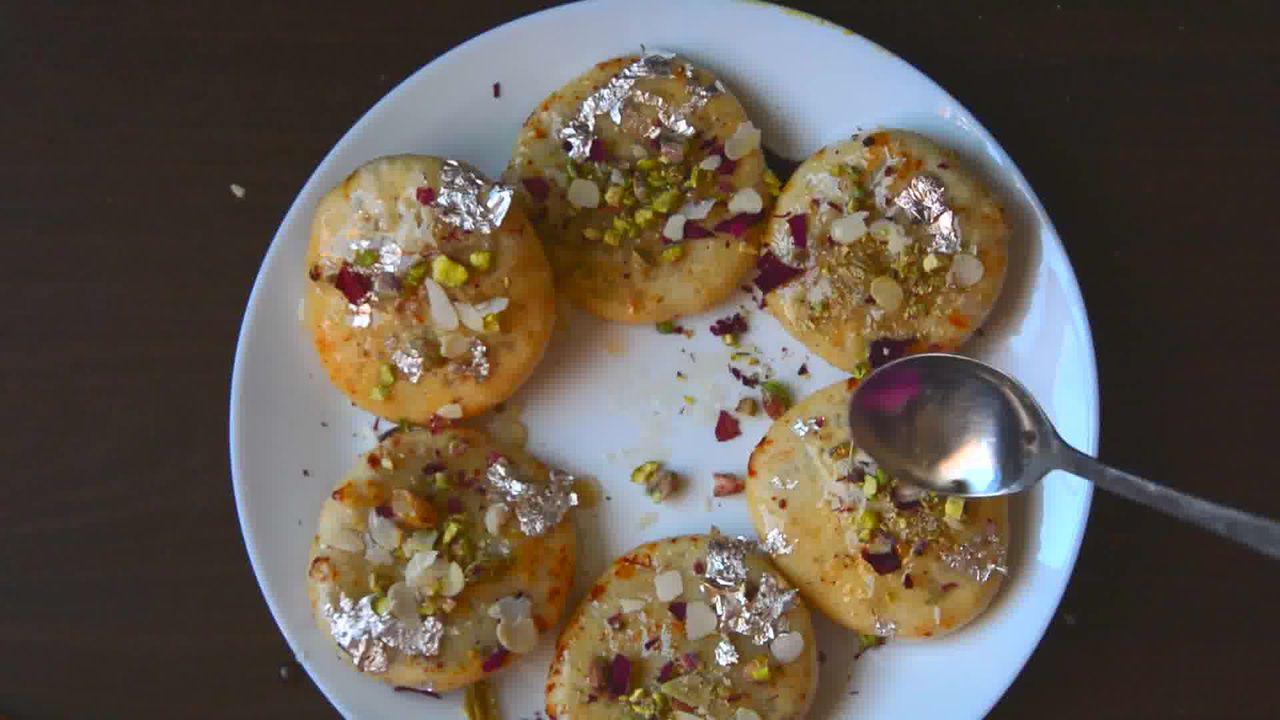 Image of the cooking step-7-4 for Rajasthani Mawa Kachori Recipe