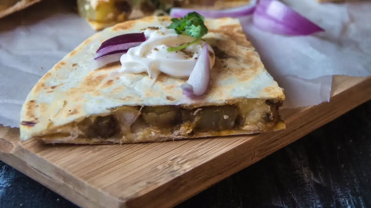 Image of the cooking step-1-16 for Jeera Aloo Quesadilla