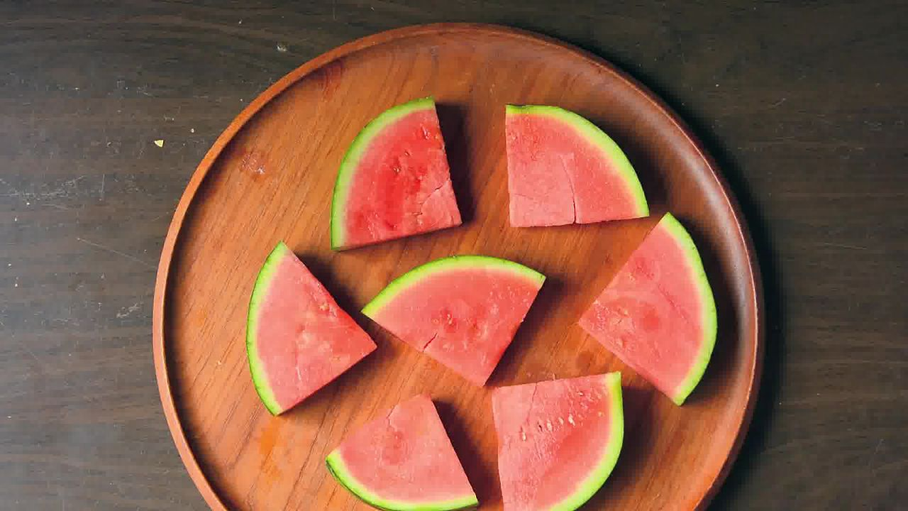 Image of the cooking step-1-1 for Juicy Watermelon Pizza