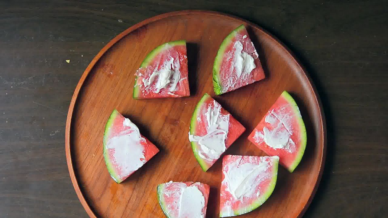Image of the cooking step-1-2 for Juicy Watermelon Pizza