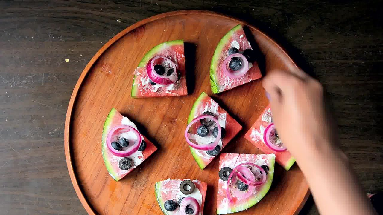Image of the cooking step-1-4 for Juicy Watermelon Pizza