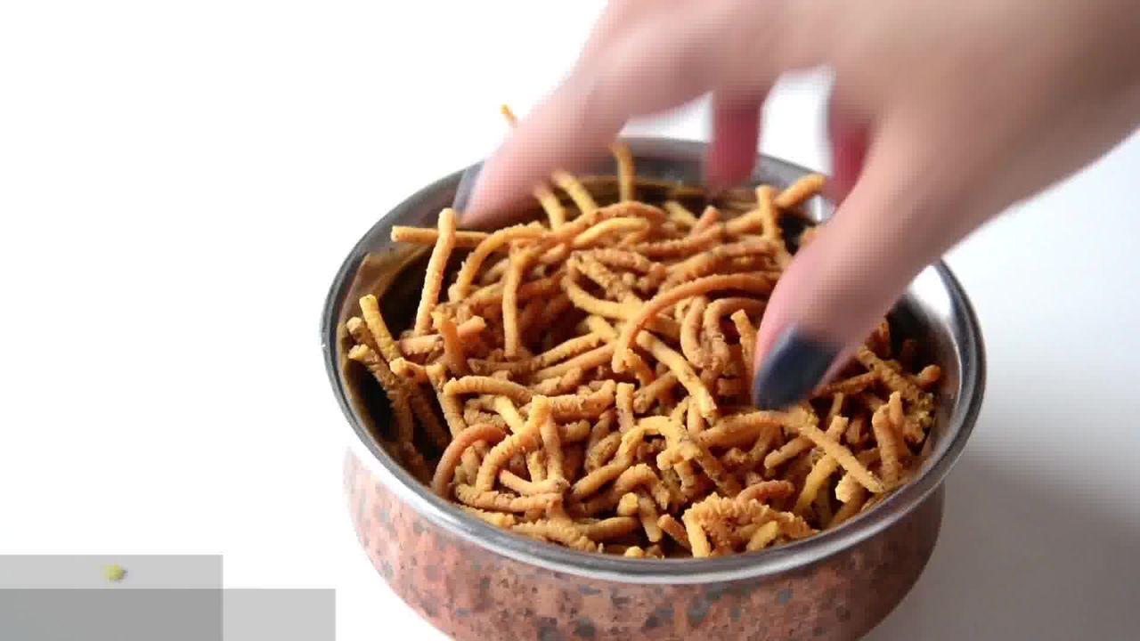 Image of the cooking step-1-15 for Lehsuni Sev - Garlicky Gram Flour Noodles