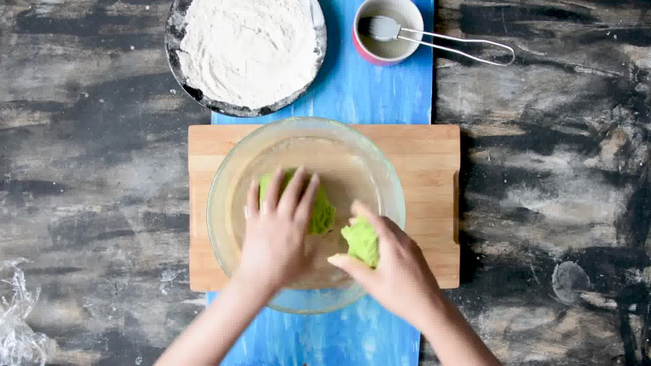 Image of the cooking step-3-5 for How To Make Healthy Oats Paratha - Oats Green Paratha