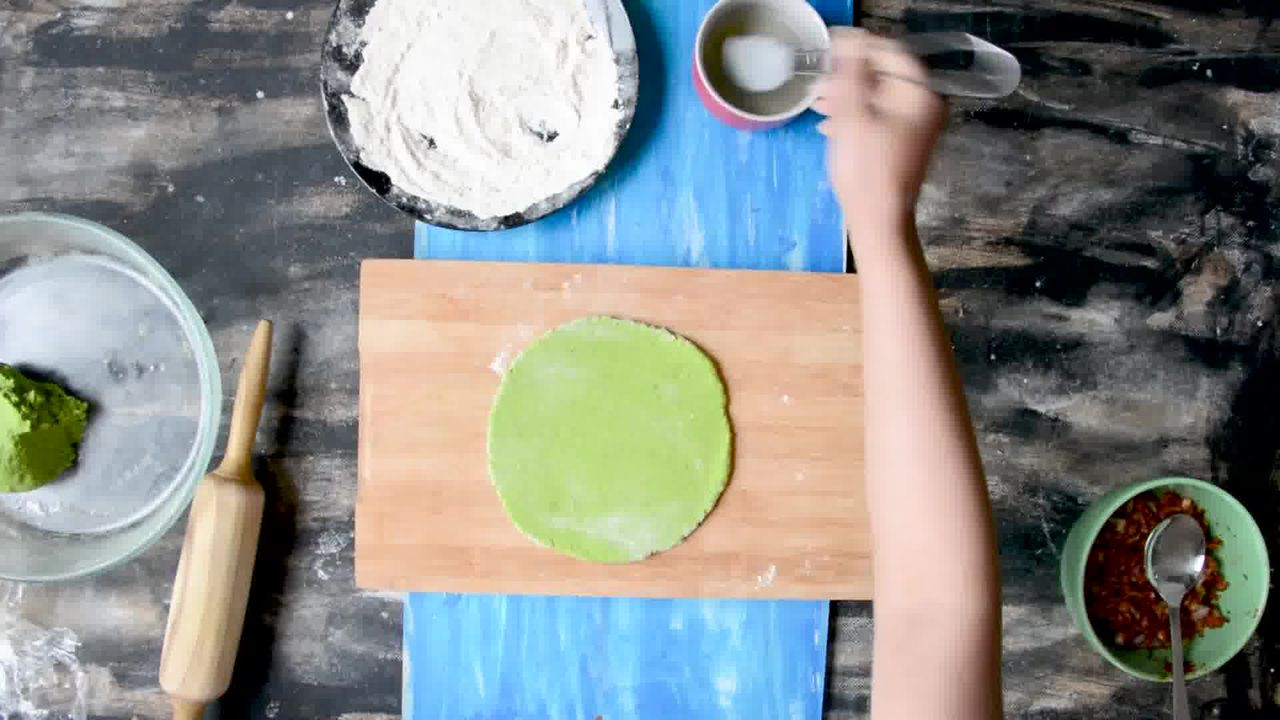 Image of the cooking step-5-2 for How To Make Healthy Oats Paratha - Oats Green Paratha