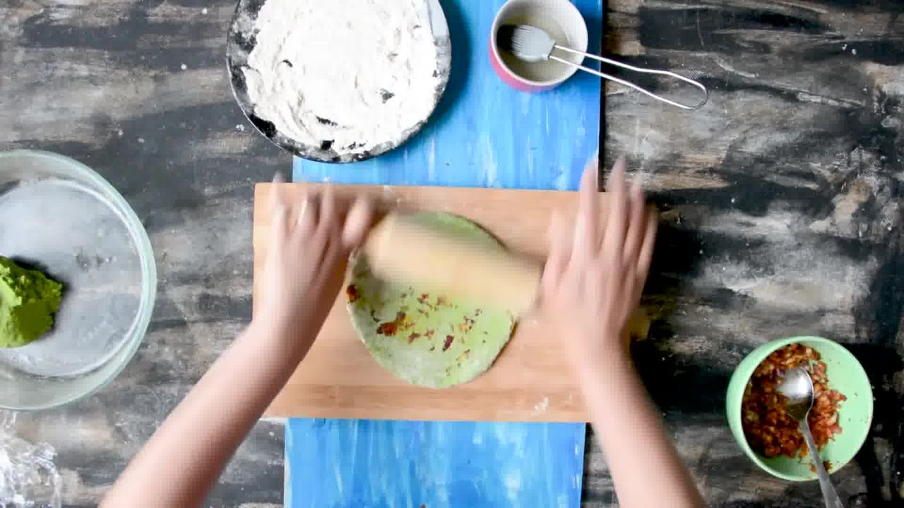 Image of the cooking step-5-6 for How To Make Healthy Oats Paratha - Oats Green Paratha