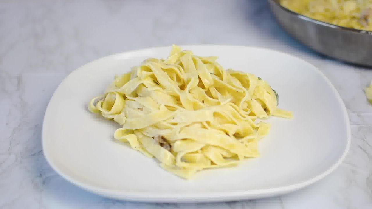 Image of the cooking step-2-6 for Mushroom Fettuccine with Alfredo Sauce