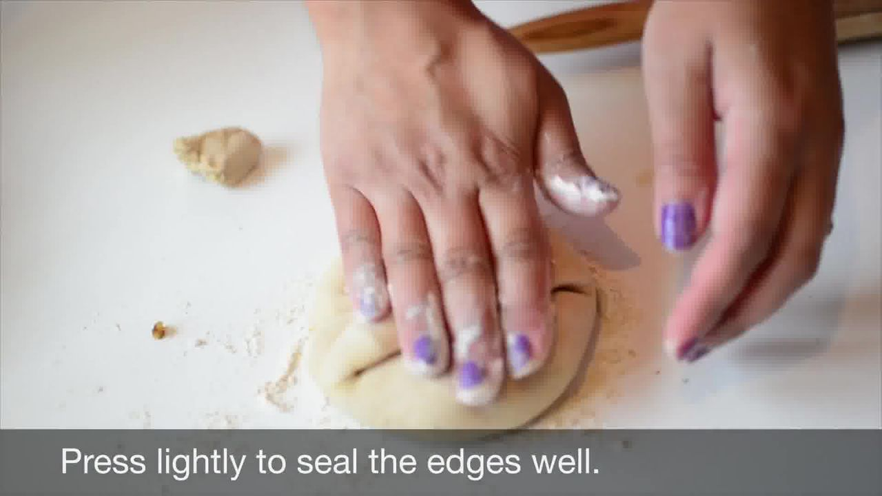 Image of the cooking step-3-5 for Mushroom Kale Stuffed Paratha (Video)