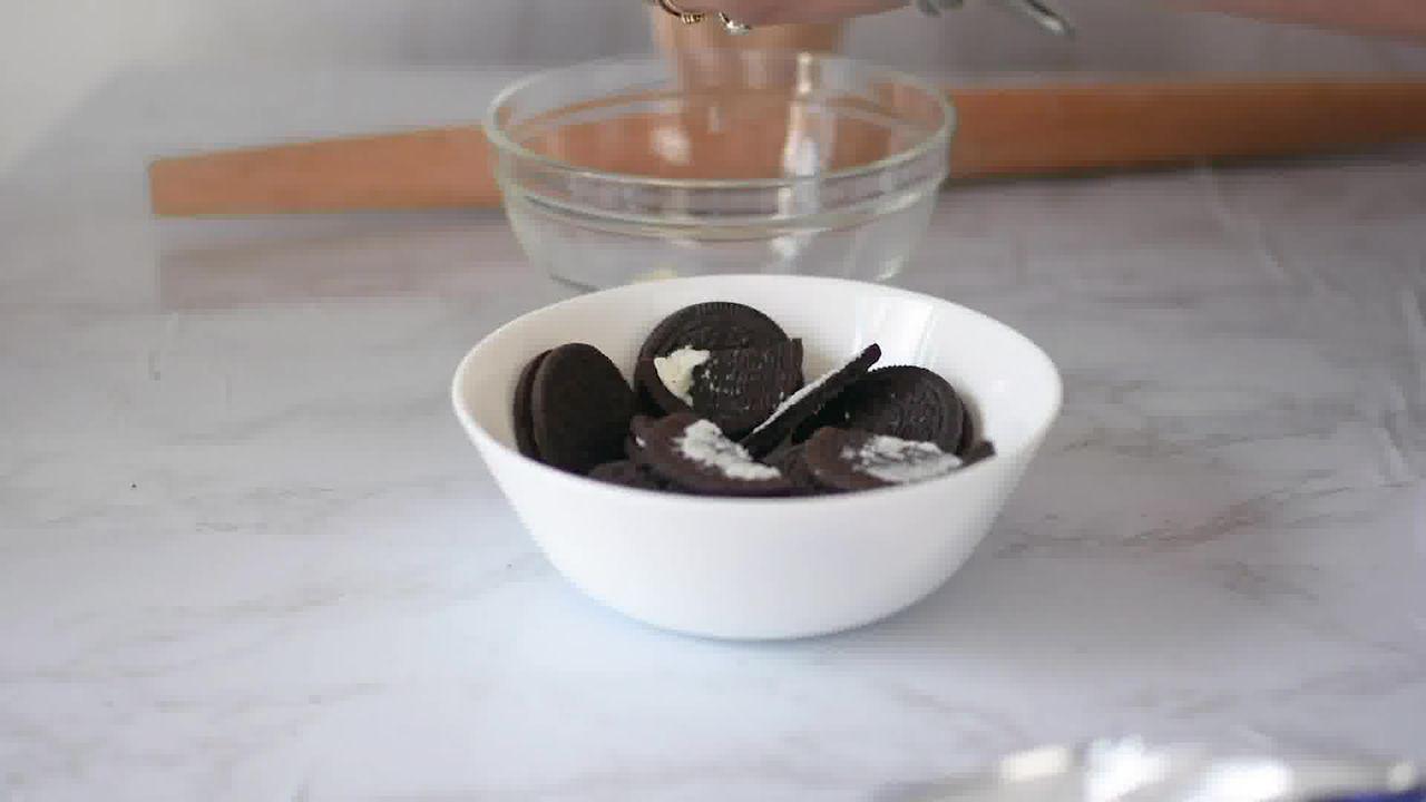 Image of the cooking step-1-1 for Oreo Mug Cake